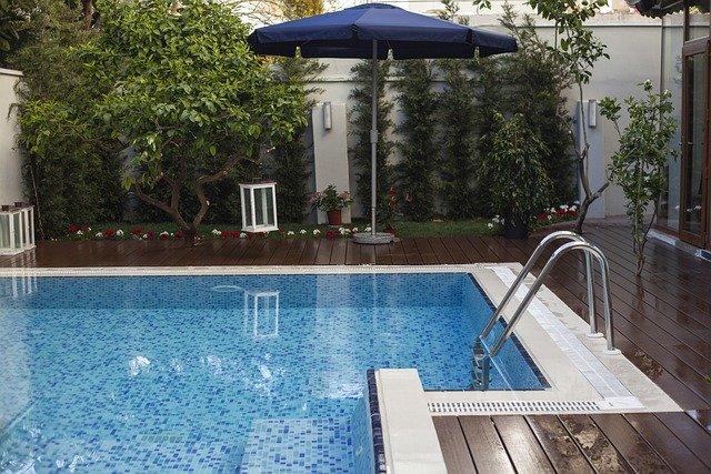 Piscine création et entretien de piscine sur Lyon Pollionnay 69